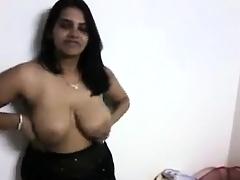 Watch this Shyna bhabhi on her black sheer saree showing