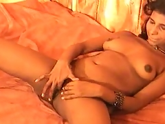 Solo Indian cutie fingers her box