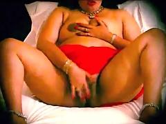 Chubby Indian girl masturbates