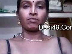 Desi aunty masturbating with carrot
