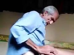80 sal ke chacha ne bhabhi ko godi banakar choda